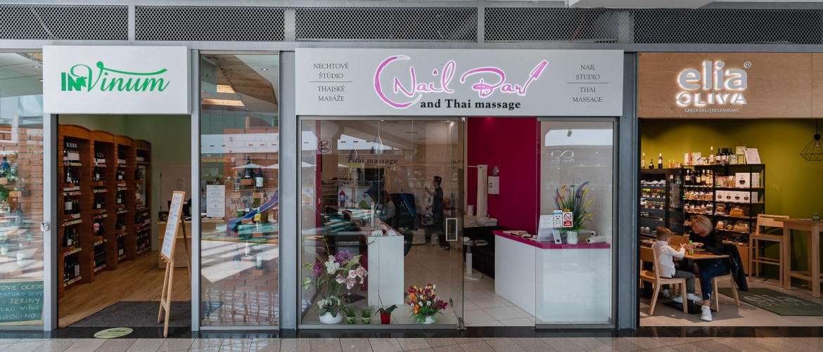 Nail bar and Thai massage